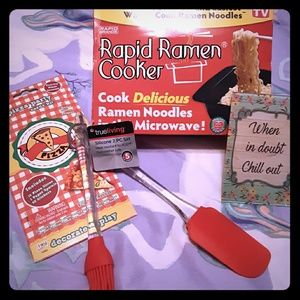 Rapid Ramen Cooker Pizza Party Pack Silicon NWT